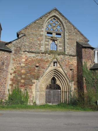 Montfort,abbaye  Saint-Jacques, portail gothique.